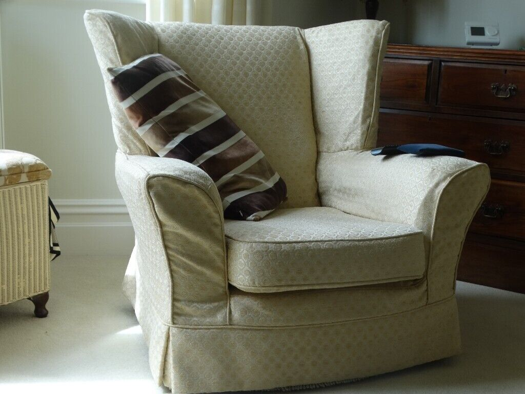 Swell Three Peice Suite Sofa Two Chairs Very Good Condition Set Of Plumb Covers In Porthcawl Bridgend Gumtree Beatyapartments Chair Design Images Beatyapartmentscom