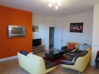 Lovely Small Single Attic Room in Immaculate Professional Houseshare - No Deposit & Inc Most Bills