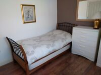 Nice & clean room available in Colliers Wood near Wimbledon. All bills included.
