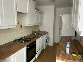 5 Bedrooms Semi Detached House to rent in Northolt UB5