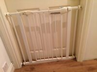 Lindam Easy-Fit Premium Safety Gate