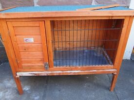 USED BUNNY BUSINESS SINGLE GUINEA PIG/SMALL RABBIT HUTCH APPROX 91 x 45 x 70cm, RRP £45