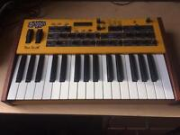 Dave Smith Instruments Mopho Keyboard Synthesizer