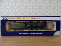 Dapol N Gauge - ND-079D - B17 LNER Barnsley Apple Green