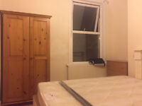 GAY HOUSE DOUBLE ROOM TO LET E17 -- LARGE DOUBLE ROOM = SOCIABLE FRIENDLY HOUSE SHARE= NO BILLS =