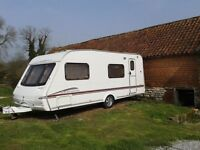 SWIFT CHARISMA 570 2006 - 6 BERTH CARAVAN - FIXED BUNKS - ONE OWNER FROM NEW