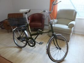 Folding Raleigh bicycle with 3 speeds from the 80s (excelent condition).