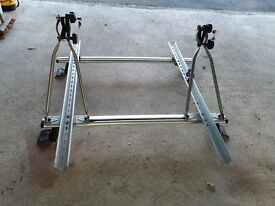 Cruz Alloy roof bars with 2 bike carriers