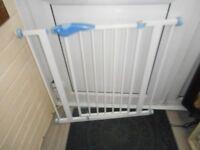 Lindam white pressure fix stair gate