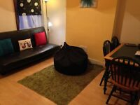 House 4 Bed Sitting Room ShowerWC Kitchen Door To Garden Near Tube BR Bus Shops