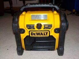 DEWALT DCR019 AM FM SITE RADIO 240 VOLT