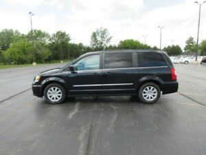 2016 Chrysler TOWN and COUNTRY TOURING FWD