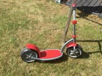 Wide wheel child scooter