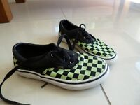 Vans – Boys size 12 in Black and Green