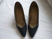 Navy high-heeled leather shoes size 6