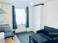 Studio flat in London Road, Reading, RG1 (#1008724)