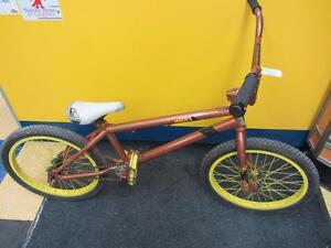 Vélo BMX de marque NORCO