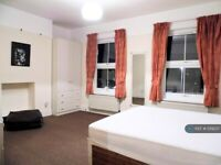 2 bedroom flat in Wandsworth Road, London, SW8 (2 bed) (#1219237)