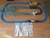 TRACKMASTER RARE 7397 THOMAS THE TANK & JEREMY THE PLANE AIRPORT DELIVERY SET 100% COMPLETE .