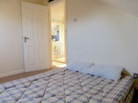 SUNNY SMALL DOUBLE ROOM IN VEGETARIAN 2 PERSON FLATSHARE CHARMINSTER £350 & BILLS WITH LOFT SPACE
