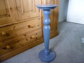 A solid pine painted plant/lamp stand