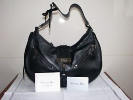 BLACK LEATHER DESIGNER HANDBAG
