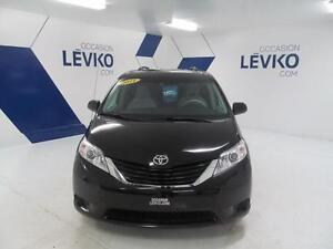 2011 Toyota Sienna LE 8 PASSAGERS