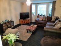 UNFURNISHED 2 BEDROOMED FULLY REFURBISHED APARTMENT WITH VIEWS OVERLOOKING The PARK