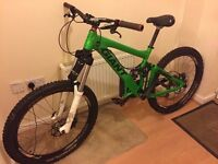 PRICE DROP - Giant Glory 2008 model - Great condition for its age - Downhill Mountain Bike