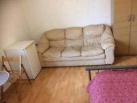 LARGE DOUBLE ROOM IN STRATFORD