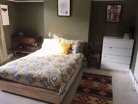 A Lovely Bedroom in a Lovely Peaceful Greenbank house for rent