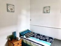 Single Room with priavte lounge to let in Darlaston. most bills inclusive, move in today!