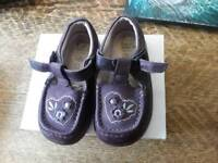 Clarks leather baby/toddler shoes size 6g