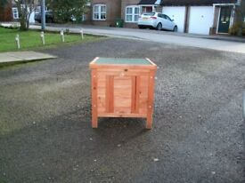 rabbit shlter shop bought good con roof opeonns see pictures can deliver at cost £20