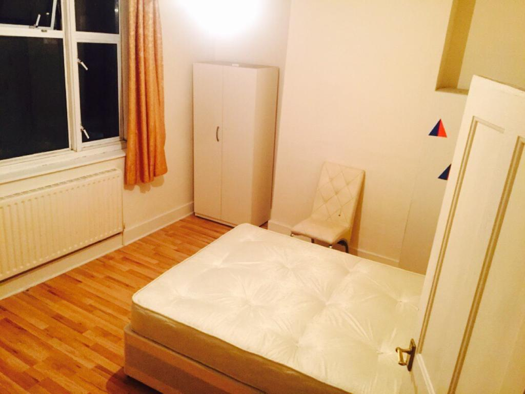 Two friends or couple welcome room in Upton park | in Manor Park, London |  Gumtree