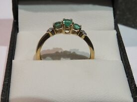 18CT/18ct Gold Emerald and diamond ring- art deco style- stamped to band.