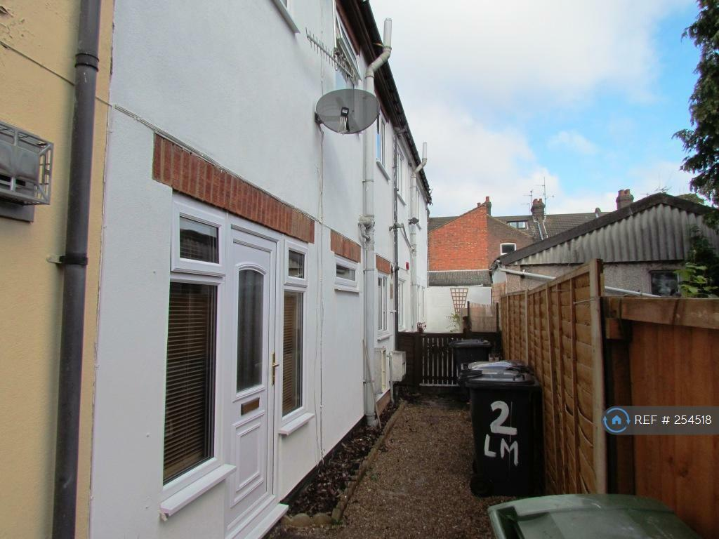 2 bedroom house in lester mews, luton, lu2 (2 bed) | in luton