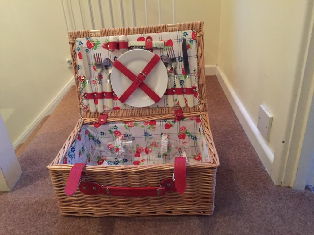 Wicker picnic hamper basket buy or sell find it used for Furniture kingdom benfleet