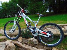 YT Tues 2.0 World Cup Limited Edition Downhill MTB Massive 4.5k Spec - Like New Condition - Must See