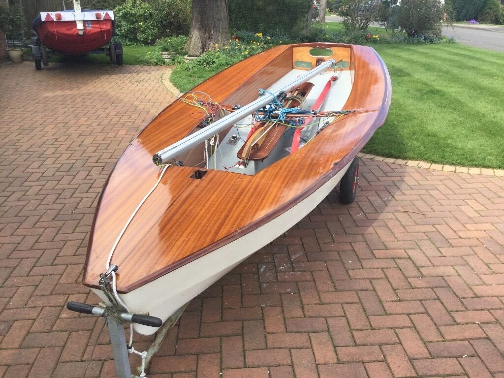 Solo Sailing Dinghy In Kirby Muxloe Leicestershire