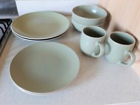 Crockery/ stoneware dinner set, 8 pieces
