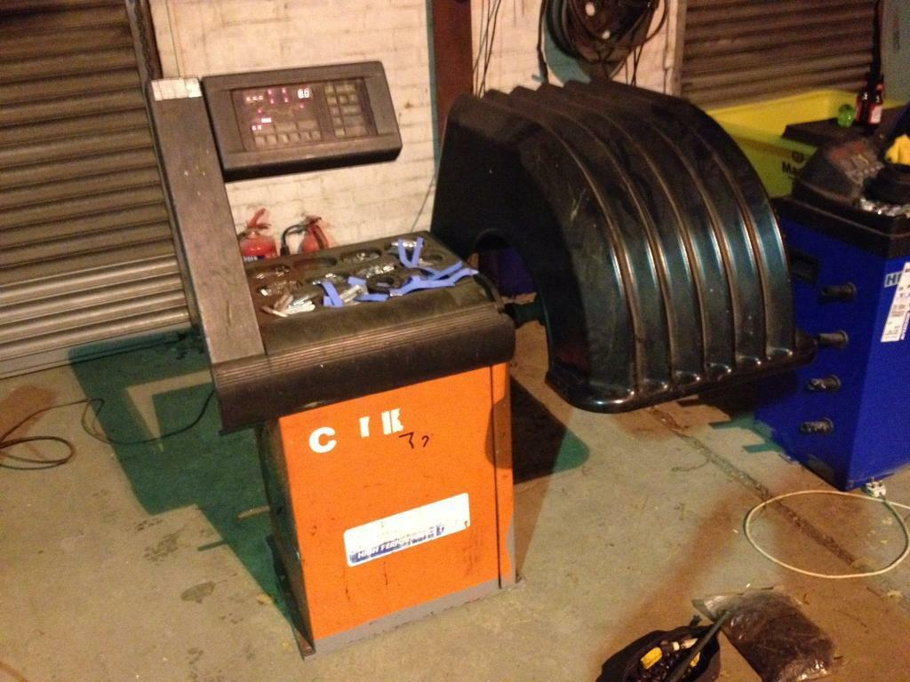 Tyre balancer tyre machine single phase