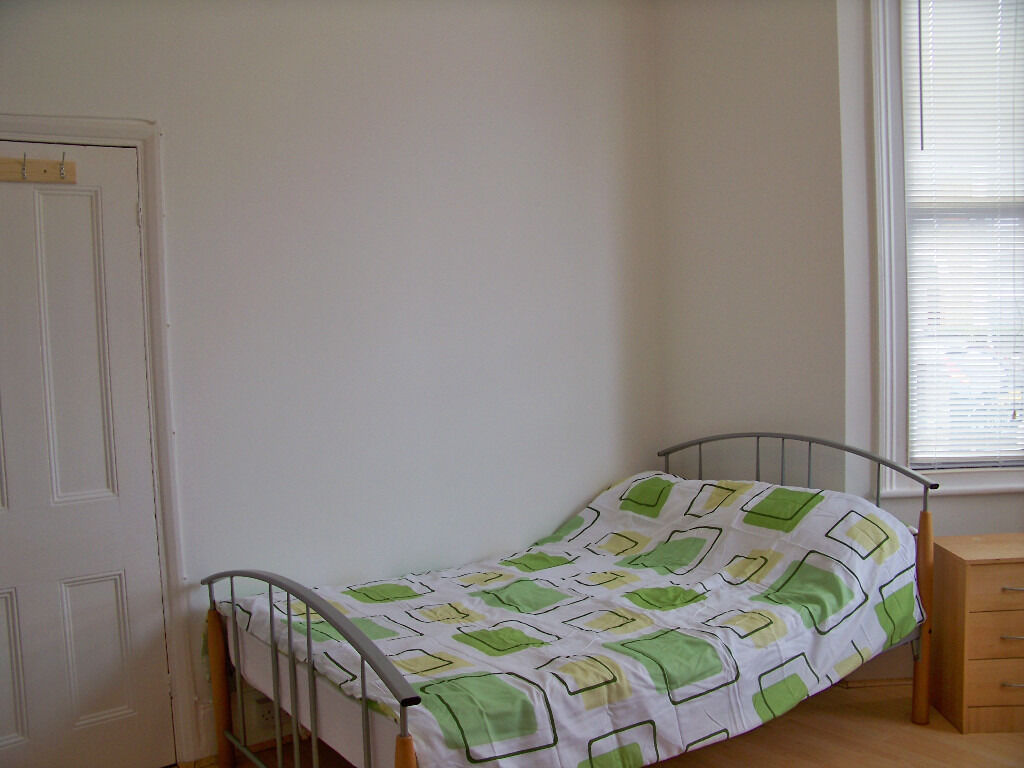 Great Double Room for Single Professional All Bills & Council Tax included. CATFORD SE62AB ZONE 2/3