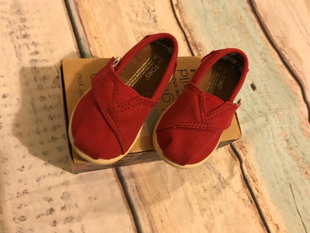 Tiny Toms classic red *New* infant toddler uk size 3
