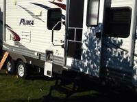 2013 family camper trailor with bunk beds in back