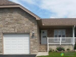 $229,500 - Townhouse for sale in Renfrew