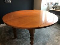 Round Dining Table / 8 Chairs