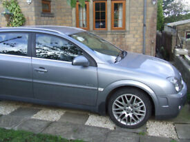 Vauxhall Signum in silver