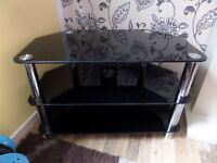 TV GLASS TABLE IN MINT CONDITION !!! BLACK !!!