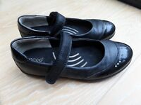 Girls ECCO black leather school shoes size 1 /BOC leather white pumps size 13 /clarks boots size 13